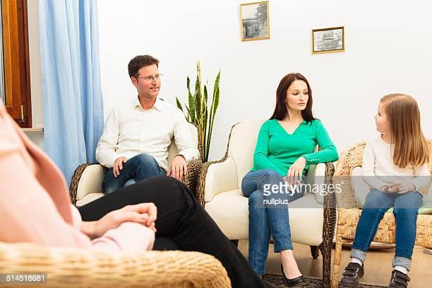 Familia viendo un psychotherapist