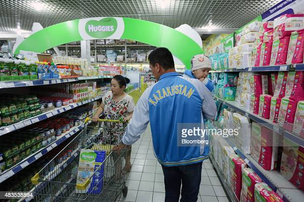 A family shop for food inside an Arzan wholesale supermarket