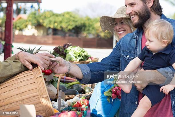 Family shopping at farmerÕs market