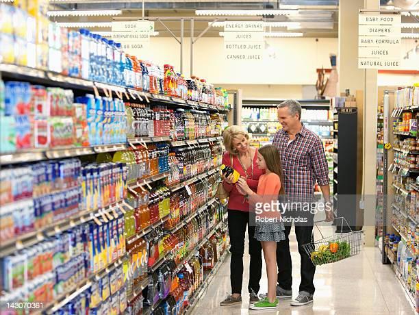family shopping in supermarket - koude dranken stockfoto's en -beelden