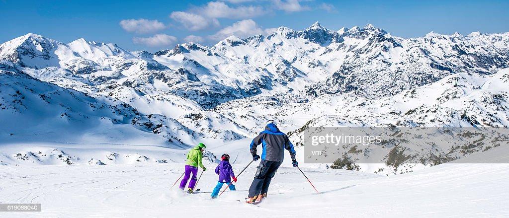 Esqui para a família : Foto de stock