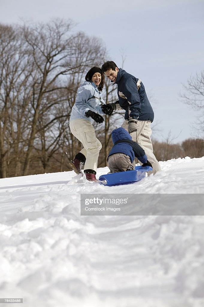 Family sledding : Stockfoto