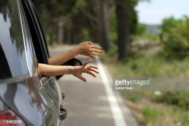 family summer road trip enjoying with hands on the road breeze - vacaciones viajes fotografías e imágenes de stock