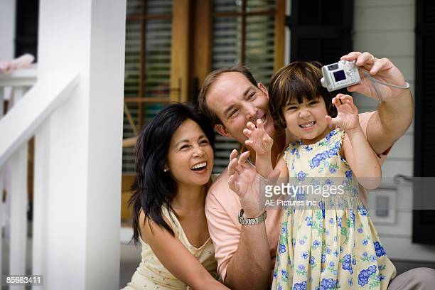 Family takes funny self portrait