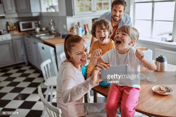 family taking a selfie - chocolate photos stock pictures, royalty-free photos & images