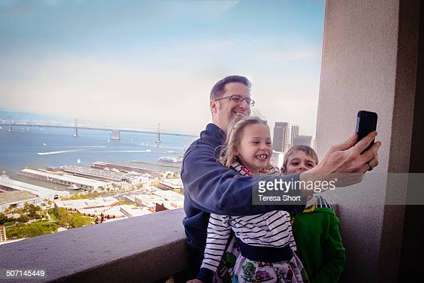 family taking selfie in san francisco - leanintogether stock pictures, royalty-free photos & images