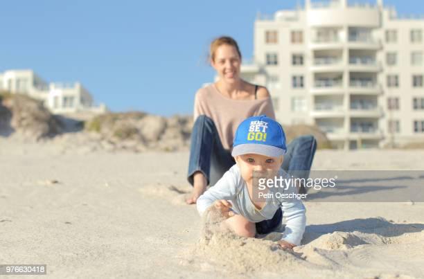 family time on the beach. - first occurrence - fotografias e filmes do acervo