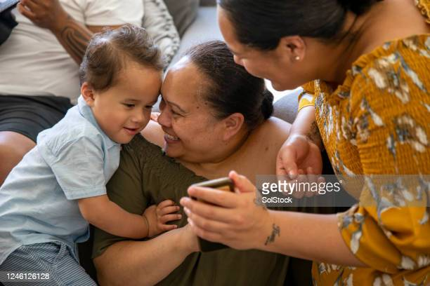 family time - pacific islanders stock pictures, royalty-free photos & images