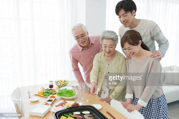 Family to roast meat