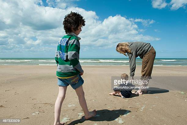 family together at the beach - bent over babes stock pictures, royalty-free photos & images