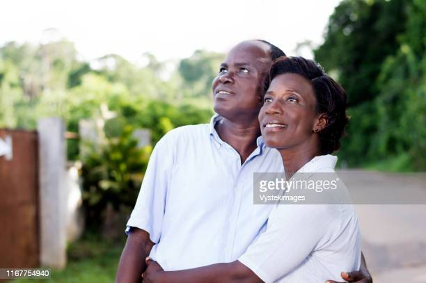 family, travel, happy young couple on holiday in the countryside. - femme ivoirienne photos et images de collection