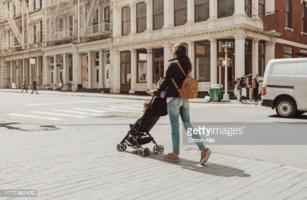 family travelling in new york soho - soho new york stock pictures, royalty-free photos & images