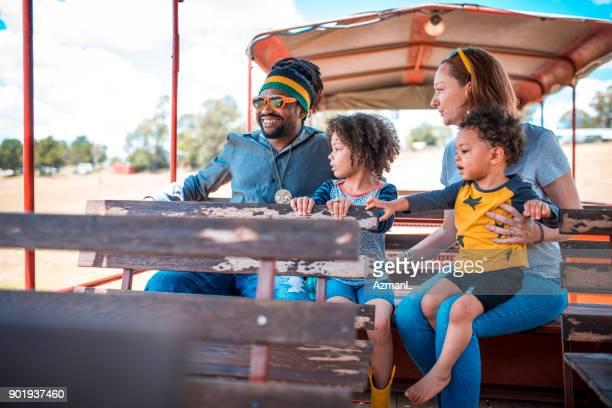 voyage en famille  - rasta photos et images de collection