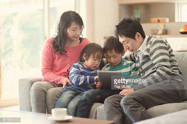 デジタルタブレットご家族とご一緒に自宅