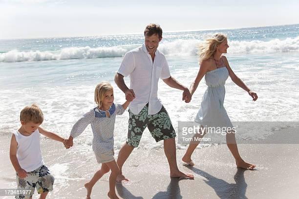 Familie Waten im Meer