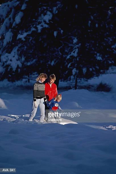 family walking in winter - wasserform stock-fotos und bilder