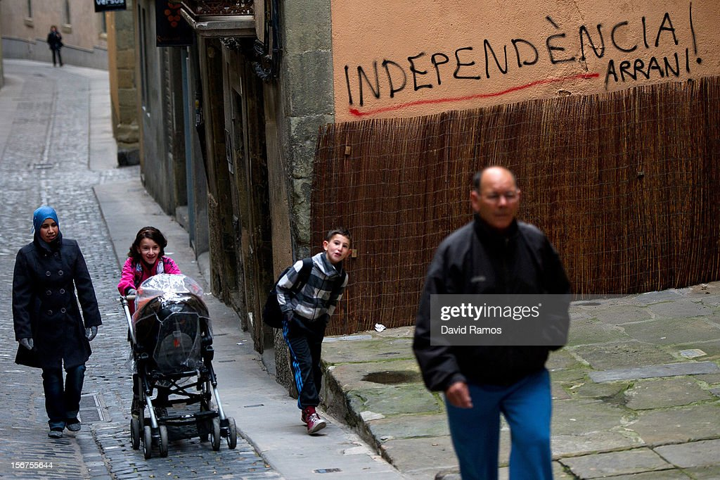 A family walks past pro-independent Catalonia graffiti on November 20, 2012 in Vic, Spain. Catalans will be voting in Parliamentary elections on November 25.