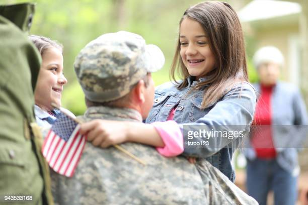 family welcomes home usa army soldier. - army soldier photos stock photos and pictures