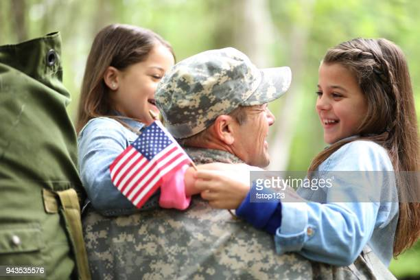 family welcomes home usa army soldier. - army soldier stock pictures, royalty-free photos & images