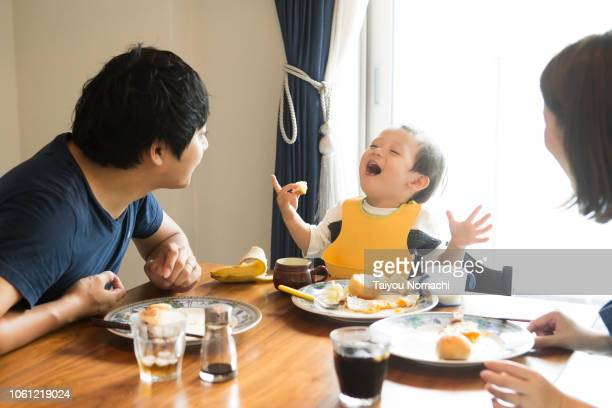 family who speaks with a smile while eating breakfast - 食事 ストックフォトと画像
