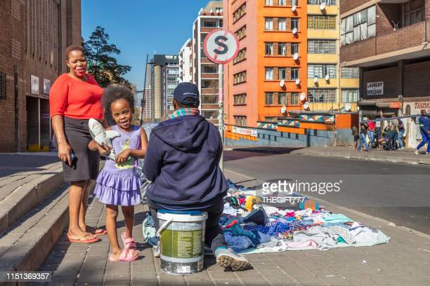 family with a little girl trading in the streets of hillbrow, johannesburg - gauteng province stock pictures, royalty-free photos & images