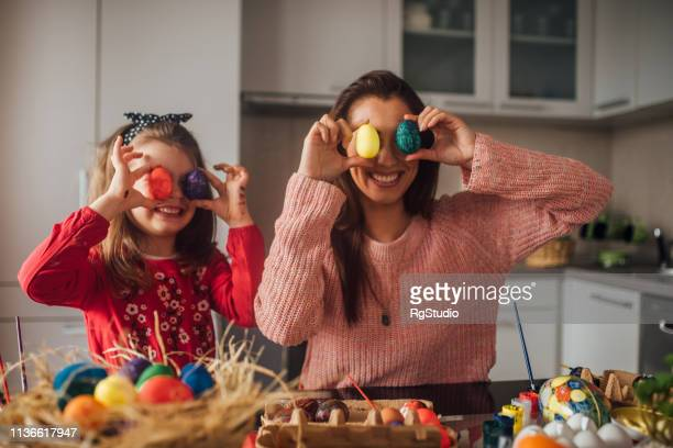family with colorful easter eggs - happy easter mom stock pictures, royalty-free photos & images