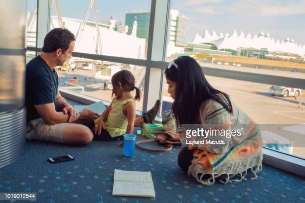 family with delayed flight at airport - toddler at airport stock pictures, royalty-free photos & images
