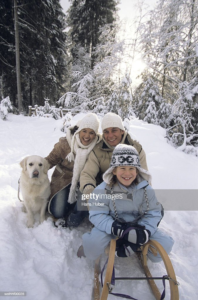 Family with dog : Foto de stock