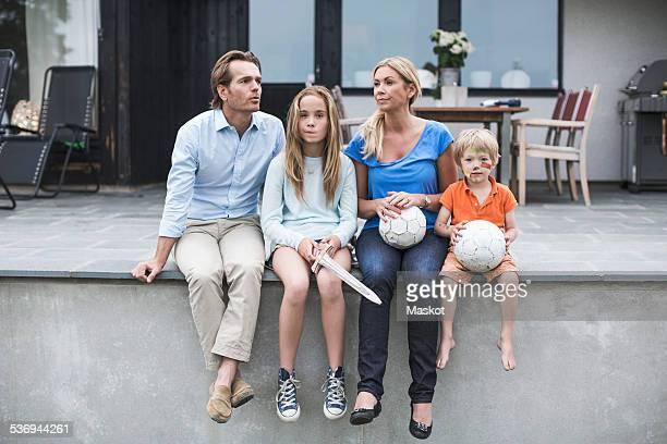 family with footballs sitting at porch - 12 13 jahre fotos boys stock-fotos und bilder