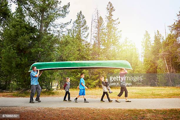 family with four children carrying canoe, grand teton national park, wyoming, usa - national park stock pictures, royalty-free photos & images