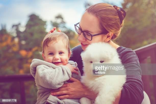 Family with samoyed puppy