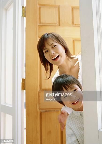 family with smile - チラッと覗く ストックフォトと画像