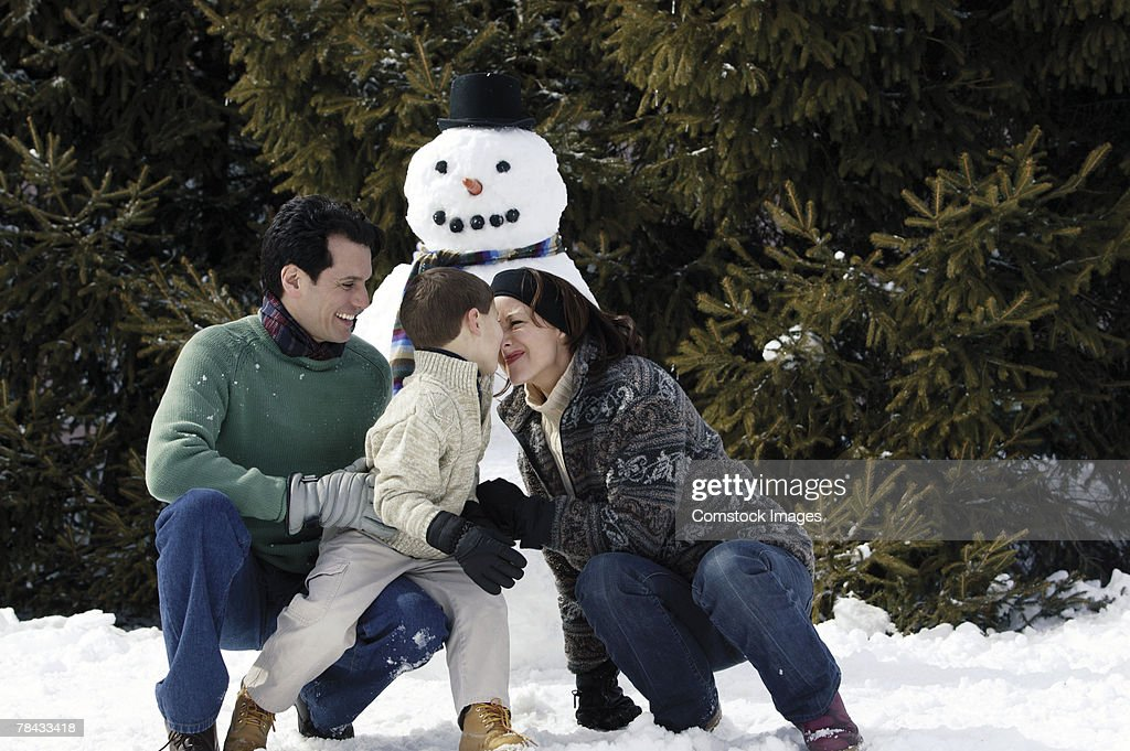 Family with snowman : Foto de stock