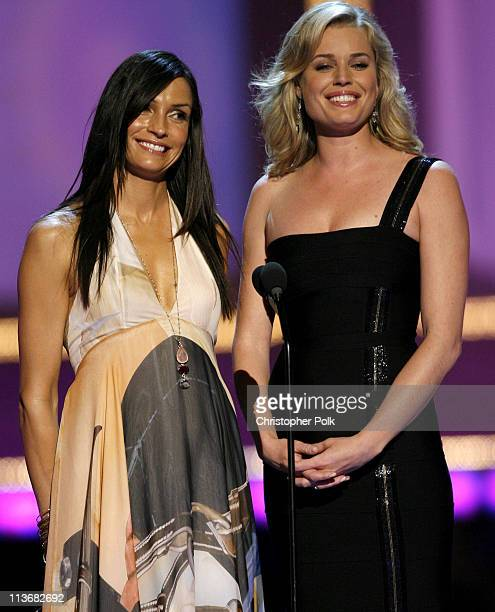 Famke Janssen and Rebecca Romijn present the Sexiest Performance award