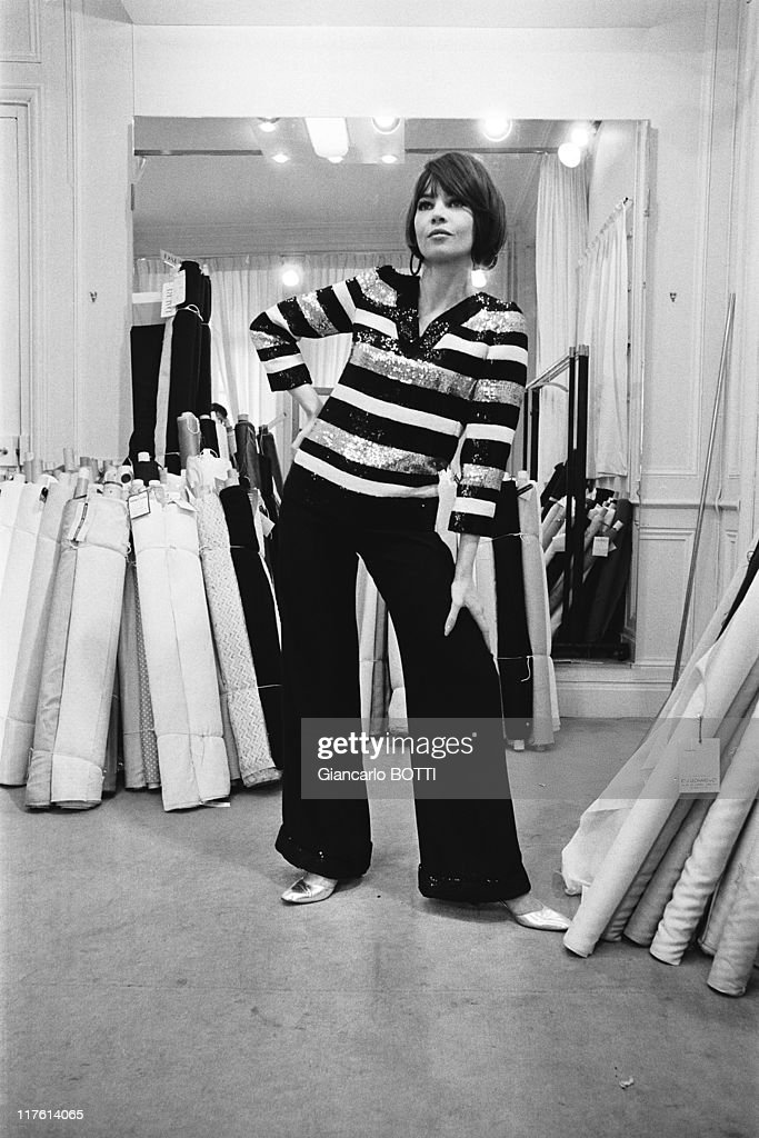 Leslie Caron dressed by Yves Saint Laurent,in 1965 : News Photo