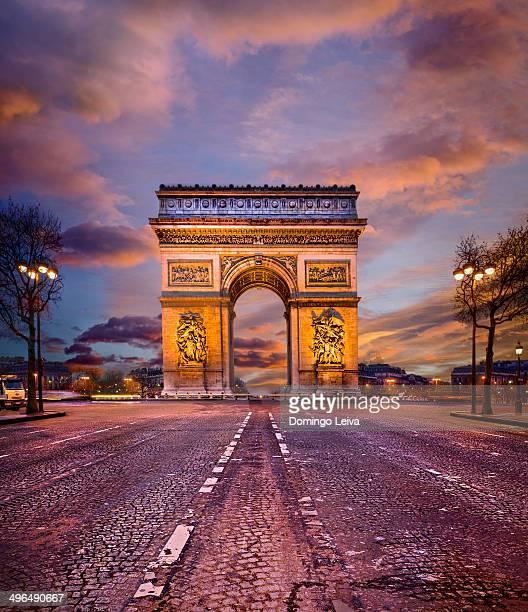 famous arc de triomphe in paris, france - パリ凱旋門 ストックフォトと画像
