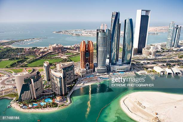 famous buildings in abu dhabi - skyline stock pictures, royalty-free photos & images