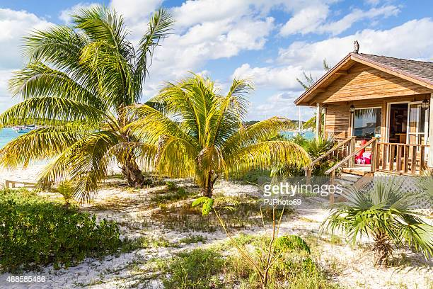 famous chat'n'chill conch bar in stocking island  (exuma - bahamas) - pjphoto69 stockfoto's en -beelden