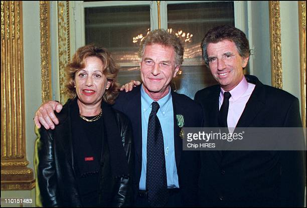 Famous french journalist Robert Namias decorated by Minister of culture Jack Lang in Paris France on December 22 2002 In photo Anne Barrere Robert...
