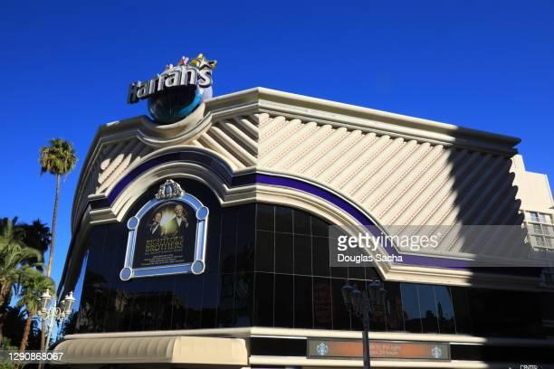 famous harrah's las vegas hotel and casino - harrah's stock pictures, royalty-free photos & images