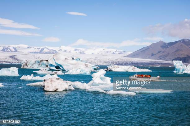 famous jokulsarlon lagoon in summer, iceland - tourboat stock pictures, royalty-free photos & images