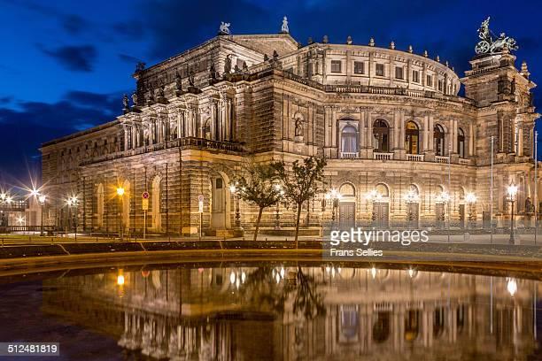 famous opera house, the semperoper in dresden - frans sellies stockfoto's en -beelden