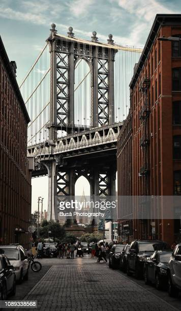 famous view of the manhattan bridge from washington street in dumbo, brooklyn, new york city, usa - dumbo imagens e fotografias de stock