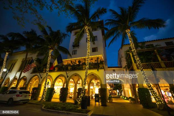 famous worth avenue, shopping street at night, palm beach, usa - palm beach county stock photos and pictures
