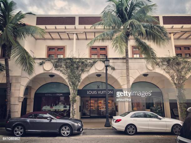 famous worth avenue, shopping street, palm beach, usa - avenue stock pictures, royalty-free photos & images