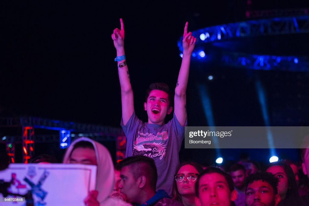 A fan cheers during the Halo World Championship finals in Seattle, Washington, U.S., on Sunday, April 15, 2018. E-sports revenue, consisting of merchandise, event tickets, sponsorships, advertising and media rights -- all beyond game sales -- is expected to rise at a 32.2% average annual rate in 2016-20 to $1.5 billion in 2020, according to Newzoo. Photographer: David Ryder/Bloomberg via Getty Images