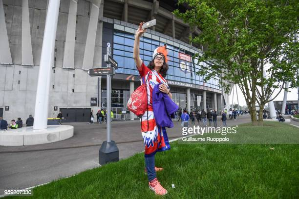 A fan of Atletico Madrid takes a selfie before the Europa League Final match between Marseille and Atletico Madrid at Groupama Stadium on May 16 2018...