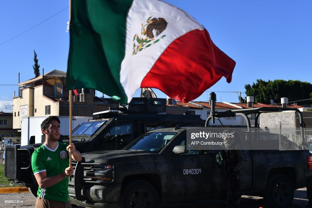 A fan of Mexico arrives at the stadium for the 2018 World Cup qualifier football match between Mexico and Trinidad and Tobago in San Luis Potosi, Mexico, on October 6, 2017. / AFP PHOTO / Yuri CORTEZ