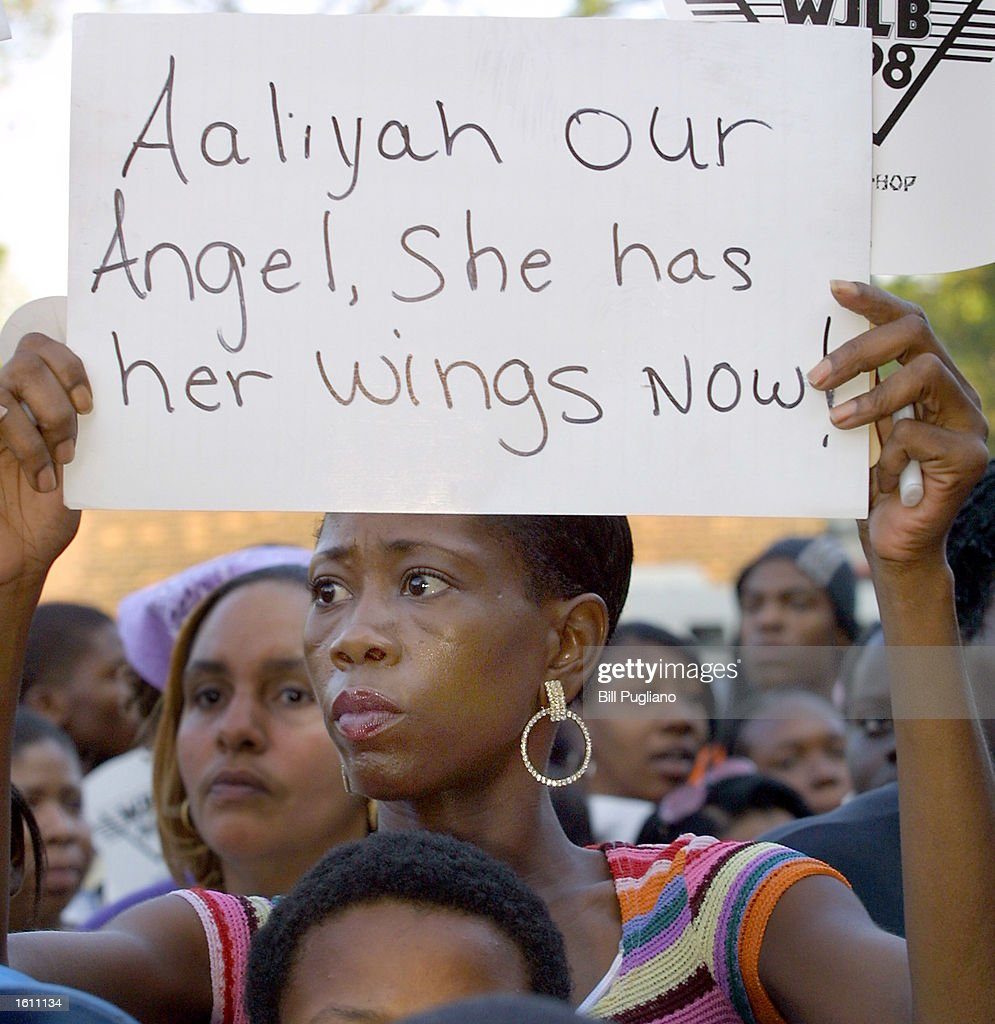 Memorial for Aaliyah at Her Detroit High School : News Photo
