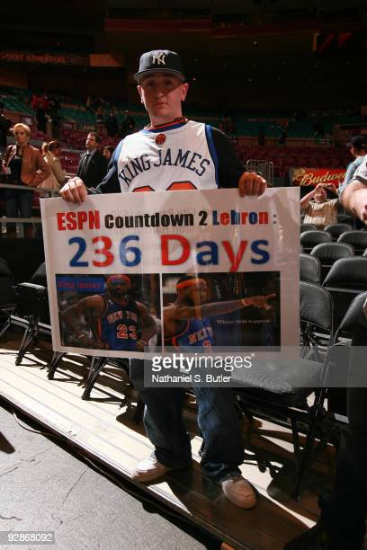 Fan of the New York Knicks shows hope that LeBron James of the Cleveland Cavaliers will become a New York Knick November 6, 2009 at Madison Square...